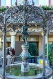 Oude fontein met een menselijk cijfer van een water-drager, Zürich, Swit Stock Fotografie