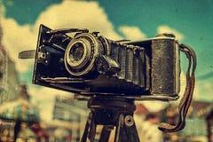 Oude foto met oude fotocamera 2 royalty-vrije stock afbeeldingen