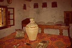 Oude foto met Roemeens traditioneel huisbinnenland Royalty-vrije Stock Fotografie