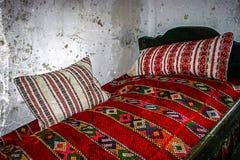 Oude foto met Roemeens traditioneel huisbinnenland Royalty-vrije Stock Foto