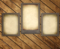 Oude foto's op houten raad Stock Afbeeldingen