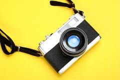 Oude fotocamera en flits Stock Foto