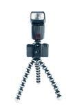 Oude fotocamera en flits op driepoot Stock Afbeelding