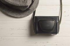 Oude Fotocamera en Retro hoed Royalty-vrije Stock Foto