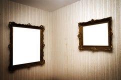 Oude frames op retro muur Stock Fotografie