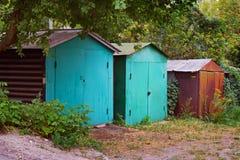 Oude garages Stock Afbeeldingen