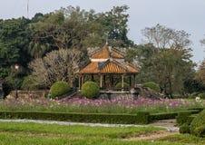 Oude Gazebo in de tuin van de Verboden stad, Keizerstad binnen de Citadel, Tint, Vietnam stock fotografie