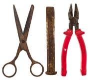 Oude geïsoleerde hulpmiddelen: schaar, beitel, buigtang Stock Afbeeldingen