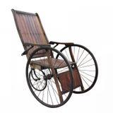 Oude geïsoleerde rolstoel Royalty-vrije Stock Foto's