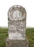Oude geïsoleerdet grafsteen Stock Foto