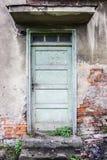 Oude, gebarsten, geheimzinnige deuren Stock Foto