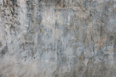 Oude gebarsten grijze concrete muurachtergrond Stock Foto