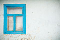 Oude gebarsten muur met venster Stock Afbeeldingen