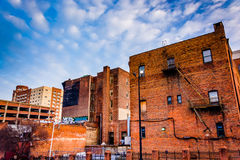 Oude gebouwen dichtbij de Markt van Lexington, in Baltimore, Maryland Stock Afbeelding