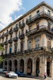 Oude gebouwen en auto's in Havana, Cuba Stock Fotografie