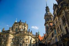Oude gebouwen Katholische Hofkirche, Hausmannsturm in Dresden, G royalty-vrije stock afbeelding