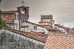 Oude gebouwen in Luca Stock Afbeeldingen