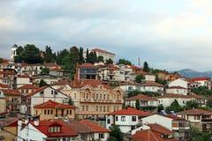Oude gebouwen op heuvel Ohrid Stock Foto