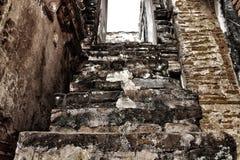 Oude gebouwen, treden, manier omhoog de pagode Historische plaatsen van Thailand in Azië royalty-vrije stock fotografie