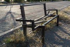 Oude gebroken houten bank Stock Fotografie