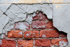 Oude gebroken muur met zichtbare bakstenentextuur Royalty-vrije Stock Afbeelding