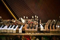 Oude gebroken piano Royalty-vrije Stock Afbeelding