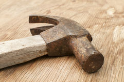 Oude gebruikte hamer adze Stock Foto