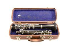 Oude gebruikte klarinet in oud geïsoleerd geval Royalty-vrije Stock Fotografie