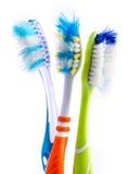 Oude gebruikte kleurrijke tandenborstels Stock Foto's