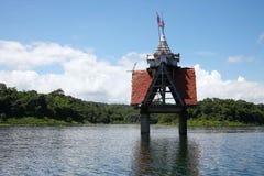 Oude gedaalde tempel in het meer Stock Foto's
