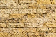 Oude geel-beige kleurenbakstenen muur Stock Fotografie