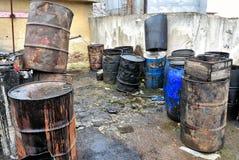 Oude gekleurde vaten Stock Fotografie