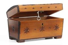 Oude gekraste houten kist met een ornament Stock Fotografie