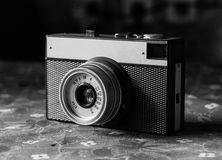 Oude gekraste uitstekende camera Stock Afbeelding
