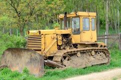 Oude Gele Bulldozer stock foto's