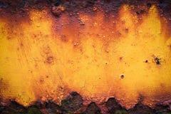 Oude gele roestige metaalplaat Stock Foto's