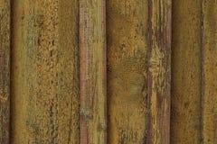 Oude gele schilverf van houten oppervlakte Oude Houten Omheining ? ? rekte gele verf op houten raad Uitstekende houten textuur ba royalty-vrije stock fotografie