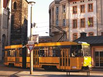 Oude Gele Tram in Duitsland royalty-vrije stock foto's