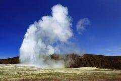 Oude Gelovige Geiser, het Nationale Park van Yellowstone, Wyoming royalty-vrije stock foto