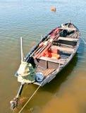 Oude gereduceerde vissersboot Royalty-vrije Stock Foto's