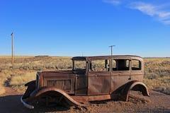 Oude geroeste uitstekende auto langs Route 66, dichtbij het noordeningang van Van angst verstijfd Forest National Park, de V.S. Royalty-vrije Stock Afbeeldingen