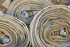 Oude gerolde brandslangen met pijpen Royalty-vrije Stock Afbeelding