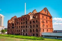 Oude geruïneerde molen royalty-vrije stock fotografie