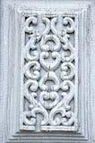 Oude gesneden houten deur sierachtergrond stock fotografie