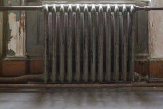 Oude gietijzerradiator Het binnenland van Koenig-Kasteel Royalty-vrije Stock Foto