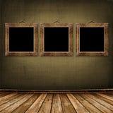 Oude gouden frames Victoriaanse stijl op de muur Royalty-vrije Stock Foto's