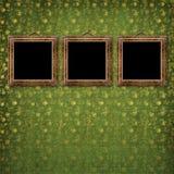 Oude gouden frames Victoriaanse stijl op de muur Stock Foto