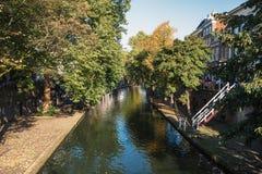 Oude Gracht in der historischen Mitte der Stadt von Utrecht lizenzfreie stockfotos