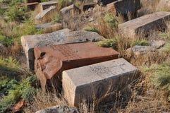Oude grafstenen in de begraafplaats in Lusarat armenië Stock Foto's