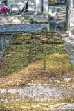 oude graven in begraafplaats pere-Lachaise Royalty-vrije Stock Afbeeldingen